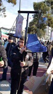 سر ترامپ و کفش سردار سلیمانی در راهپیمایی 22 بهمن