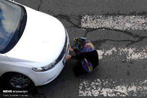 پوشاندن پلاک ماشین توسط یک زن خلافکار